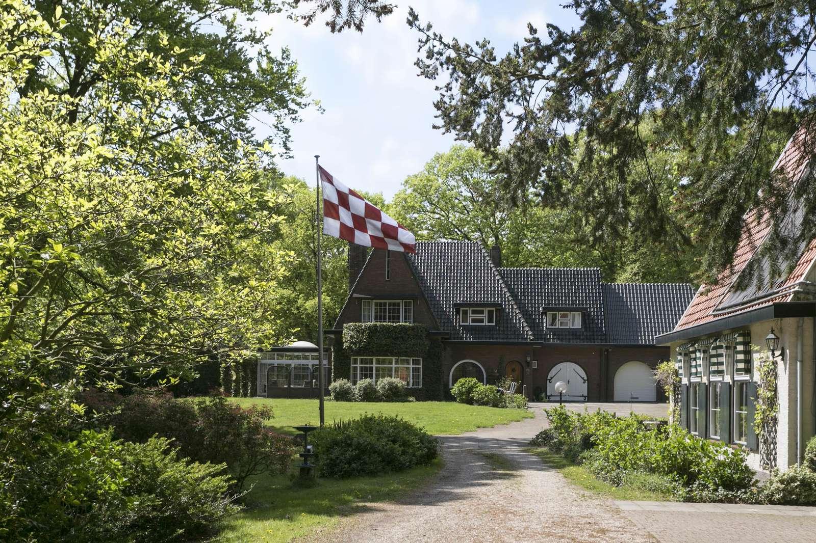 't Hoog 12, villa HELVOIRT